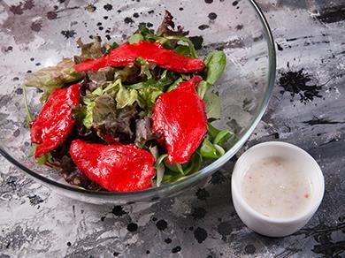 Салат с цыпленком тандури