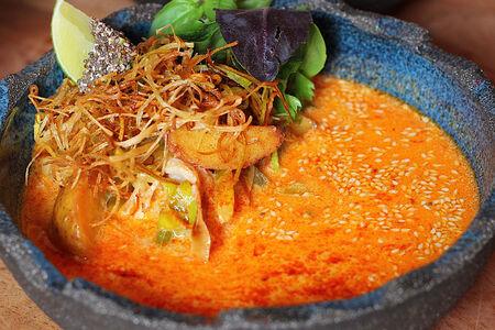 Тайская уха с лососем и судаком