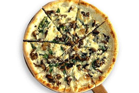 Пицца с грибами и шпинатом