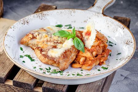 Цыплёнок Пармиджиано с томленой фасолью