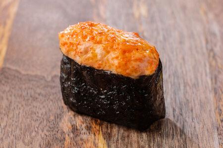 Запеченные суши с лососем