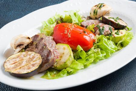 Филе телятины с овощами на гриле