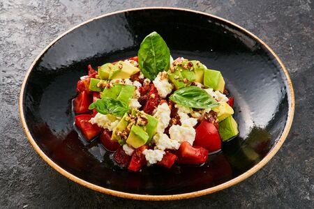 Салат с вялеными томатами