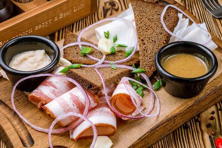 Сало деревенское с бородинским хлебом