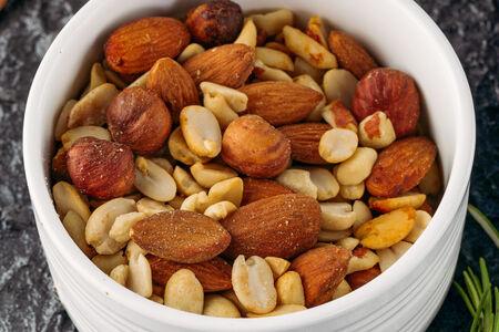 Микс копченых орешков