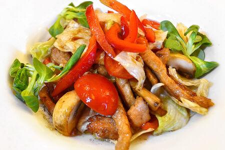 Теплый салат с карбонадом