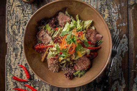 Микс-салат с телятиной в азиатском стиле