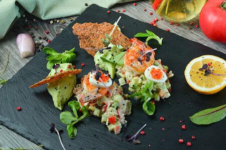 Салат из камчатского краба с кремом из авокадо