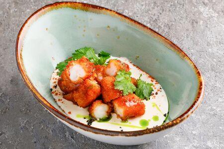 Попкорн из тигровых креветок с соусом чили и лайм
