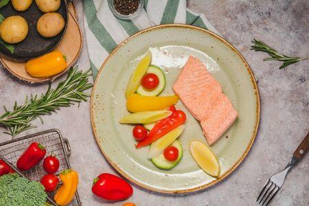 Форель на пару с сезонными овощами