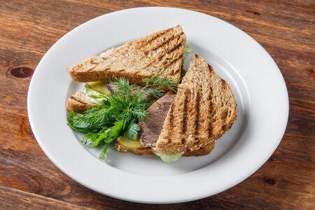 Сэндвич с печеной говядиной