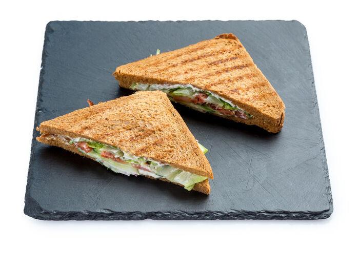 Сэндвич с копчёным лососем
