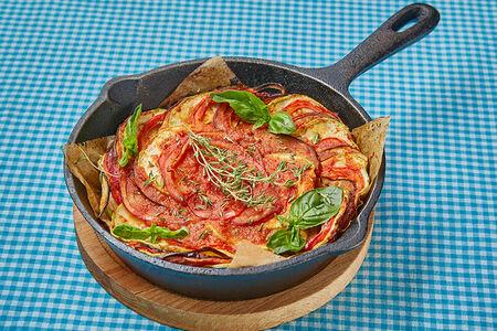 Овощная запеканка с томатным соусом и тимьяном