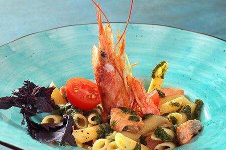 Паста Пенне с лососем и лангустином