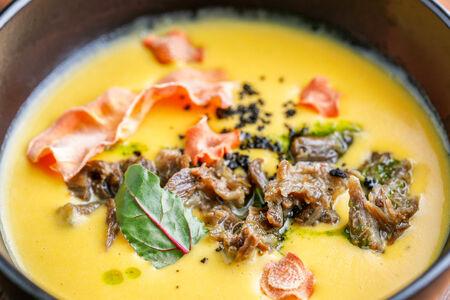 Крем-суп из печеных корнеплодов с мясом
