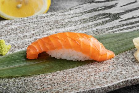 Суши Фарерский лосось