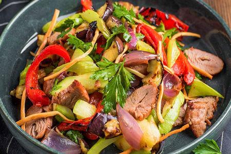 Гриль-салат с мякотью ягненка