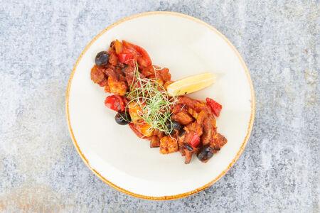 Жаркое из овощей с лососем