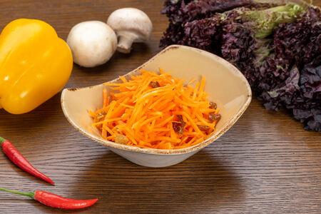 Салат Морковь с изюмом