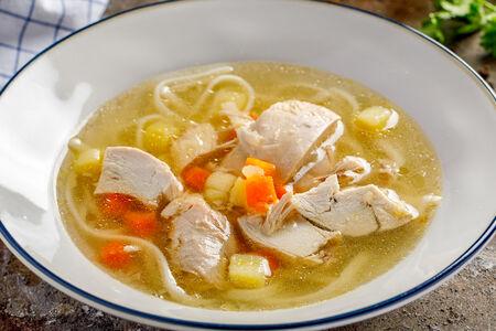 Суп Куриный бульон с домашней лапшой