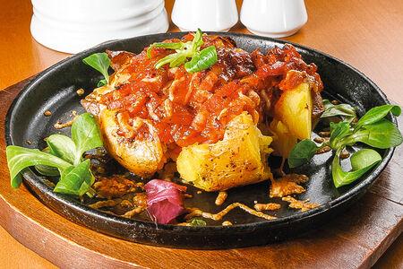 Печеный картофель с копченой грудинкой