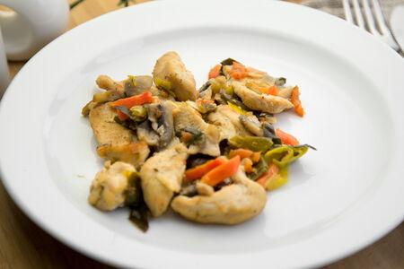 Индейка с грибами и луком-пореем