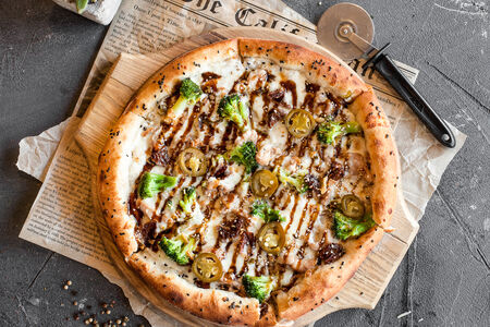 Пицца Цыплёнок терияки с брокколи и халапеньо
