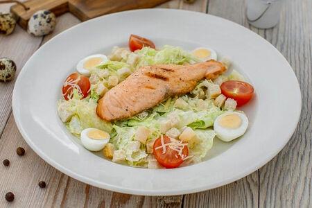 Салат Цезарь с лососем на йогуртовой заправке