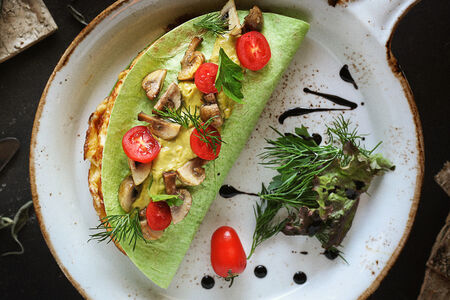 Омлет с сыром и соусом гуакамоле