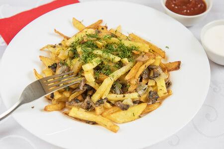 Жаренный с грибами картофель