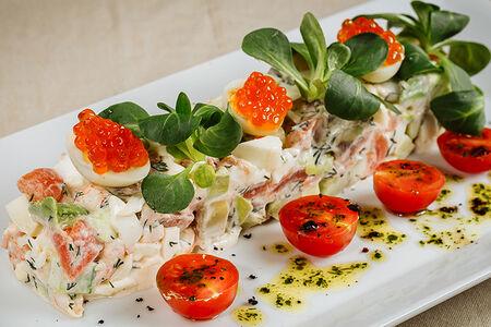 Салат с камчатским крабом и креветками