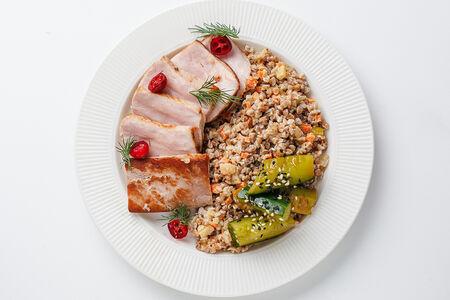 Буженина из свинины с гречкой
