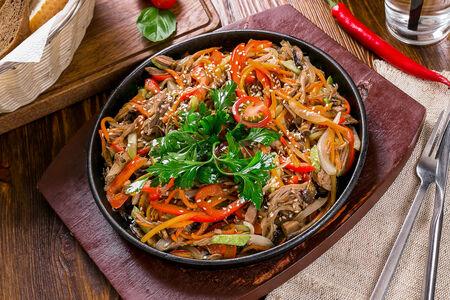 Сковородка с вырезкой говядины и овощами