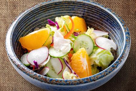 Салат овощной в фирменном соусе