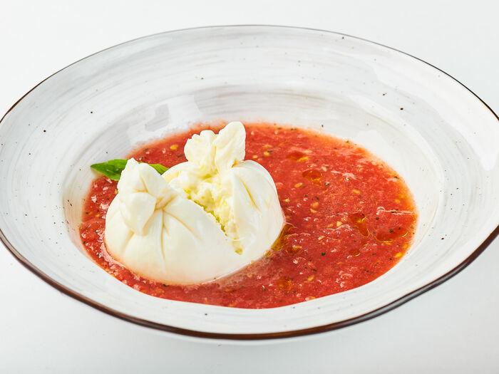 Буррата с помидорной сальсой