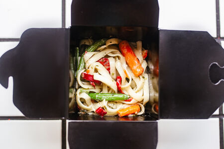 Лапша с овощами-порей вегетарианская