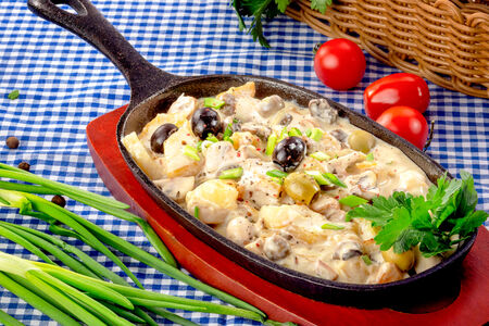 Сковородка с грибами и сливками