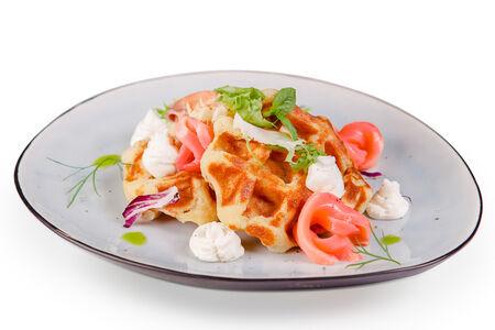 Картофельные вафли с лососем