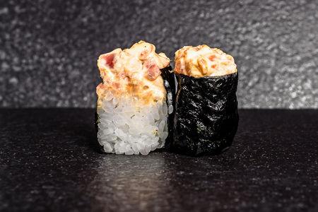 Острые суши с окунем