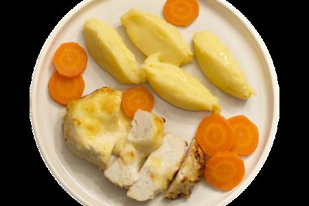 Котлета куриная запеченная в соусе с картофельным пюре