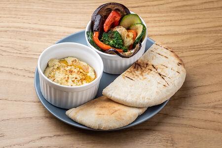 Хумус с печеными овощами