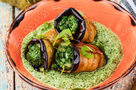 Жареные баклажаны со шпинатом
