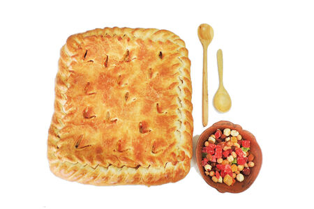 Пирог с капустой и яйцом на слоеном тесте