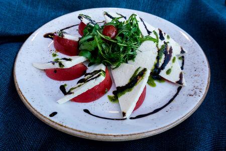 Салат с имеретинским сыром