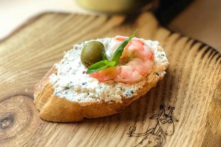 Тапас Креветка с козьим сыром и базиликом