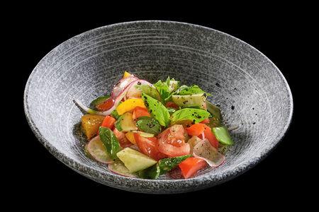 Салат из свежих овощей с соусом песто