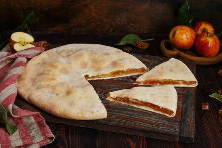 Пирог осетинский с яблоками