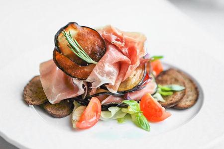 Салат с пармой и овощами