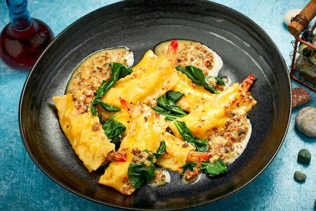 Каннеллони с креветками в трюфельном креме со шпинатом