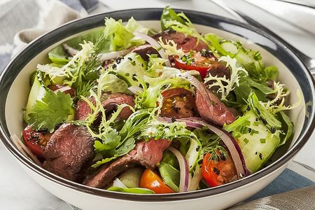 Салат с ростбифом и помидорами Черри